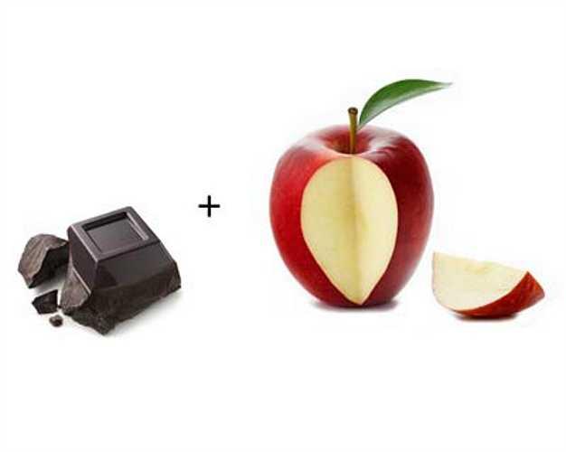 Táo + sô-cô-la đen: chất favonoid quercetin trong vỏ táo có tác dụng chống viêm, cacao trong socola đen giàu catechin, chất chống oxy hóa và ngăn ngừa xơ vỡ động mạch. Kết hợp sô-co-la đen và táo có thể làm tan máu đông, cải thiện sức khỏe tim mạch.