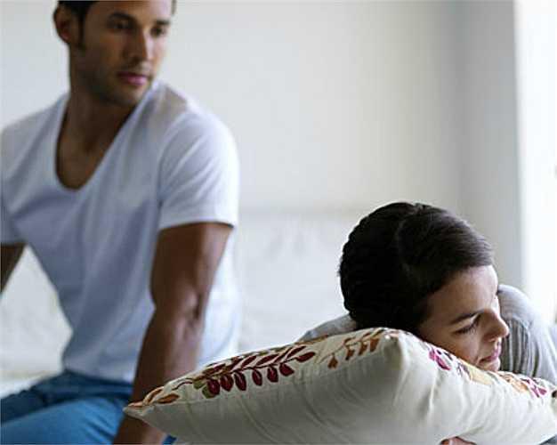 Cãi nhau khiến đầu óc bạn bứt rứt, trằn trọc và khó chìm vào giấc ngủ.