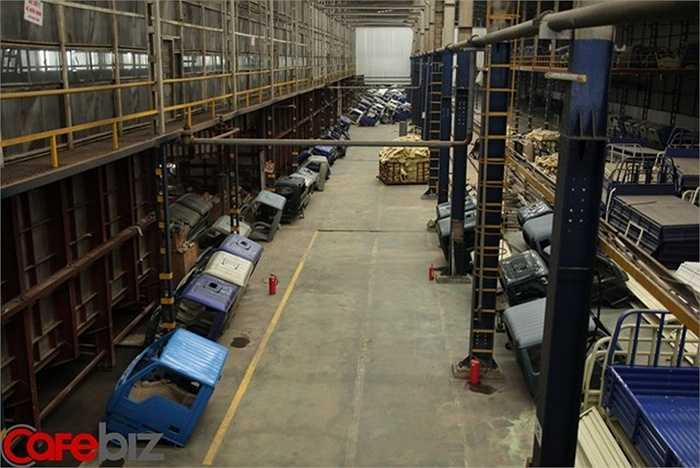 Ông Bùi Ngọc Huyên - Chủ tịch Vinaxuki nhớ lại, 'ngày xưa có thời kỳ, các đại lý họ về ở trọ trong làng này chỉ để chờ có xe xuất xưởng là họ lấy, chúng tôi lắp đến đâu, ra là hết đến đấy'. Trước năm 2009, doanh nghiệp của ông Huyên sản xuất khoảng 50 đến 60 chiếc xe mỗi ngày.
