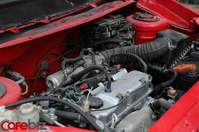 Chiếc xe sử dụng động cơ Mitsubishi 1.5, tiêu thụ 6 lít/100km. 'Kia Morning động cơ 1.0, cân lên thì trọng lượng chỉ bằng 60% xe của tôi', ông Huyên nói.