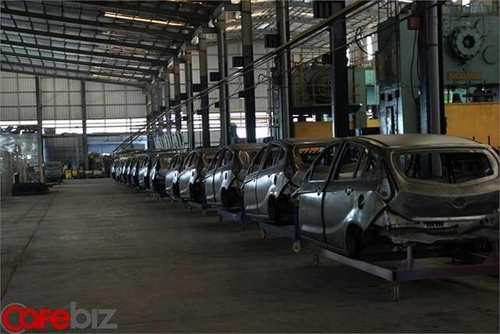 Hiện giờ tại nhà máy, chỉ một số ít công nhân đang lắp các xe cũ còn tồn đọng, 'tuy nhiên kho phụ tùng của Vinaxuki đem đi bán sắt vụn cũng sắp hết rồi', ông Huyên nói.