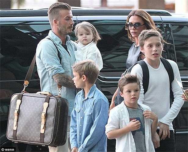 Victoria, bà xã David Beckham kết hôn với đức lang quân năm 1999. Cặp đôi nổi tiếng làng túc cầu hiện đã có 4 mặt con cùng nhau