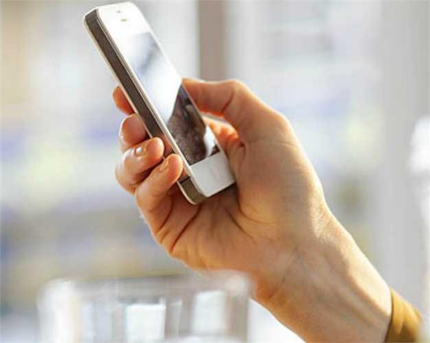 Smartphone: Bạn không cần phải vứt chiếc điện thoại yêu quí vào thùng rác, nhưng cũng không nên dính lấy nó suốt ngày.