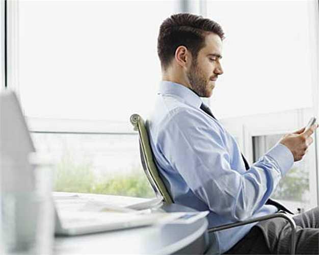Ghế ngồi: Ngồi nhiều sẽ tác động xấu đến hệ thống chuyển hóa của cơ thể, và có thể dẫn đến béo phì, cao huyết áo, tiểu đường, ung thư và trầm cảm.