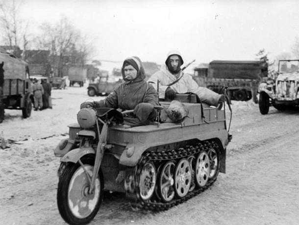 SdKfz 2 (còn được biết đến với tên gọi Kleines Kettenkraftrad HK 101 hoặc Kettenkrad) là loại xe máy 'kỳ quái' được binh lính Đức Quốc xã sử dụng trong thế chiến 2
