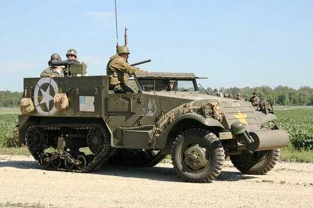 M3 là loại xe nửa xích được quân đội Mỹ, Anh và các đồng minh sử dụng trong thế chiến 2. Với tốc độ tối đa 72km/h, M3 có thể dùng là xe chở quân, xe kéo pháo hoặc xe liên lạc