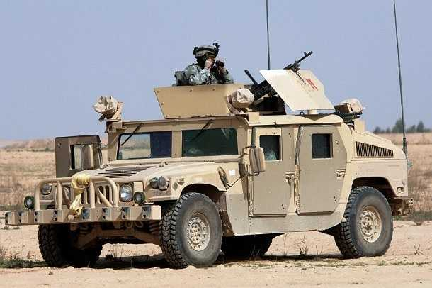 Humvee là phương tiện vận tải chiến thuật hạng nhẹ đa chức năng như: tuần tra, trinh sát,chiến đấu, làm phương tiện đột kích hạng nhẹ, tải thương, làm xe chỉ huy và vận tải hạng nhẹ