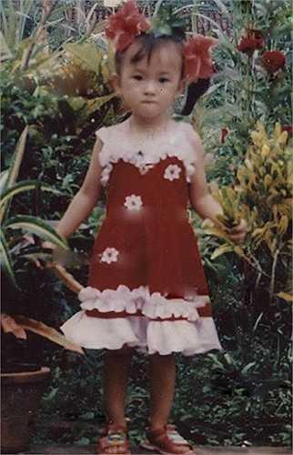 Angela Phương Trinh chụp tấm ảnh này khi cô mới hơn một tuổi.