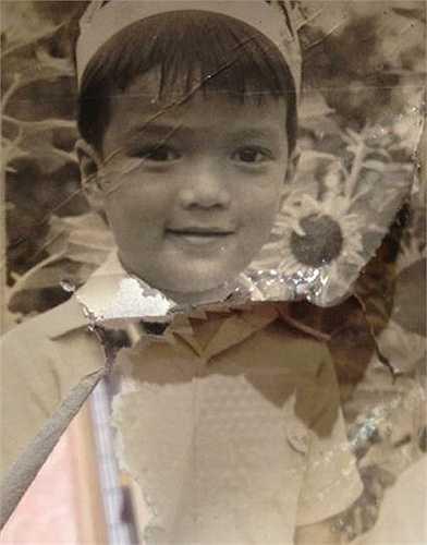 Đàm Vĩnh Hưng bụ bẫm khi còn là cậu bé Huỳnh Minh Hưng. Nam ca sĩ lưu giữ rất nhiều ảnh trắng đen thuở nhỏ.