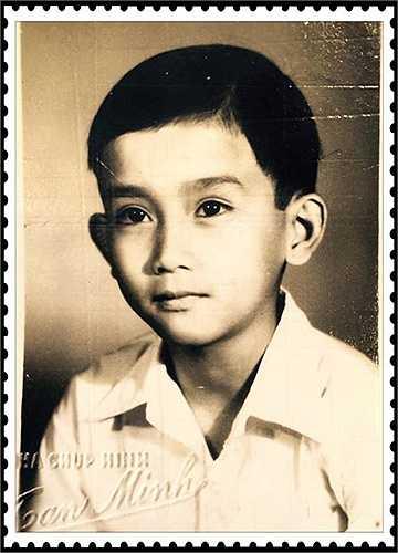 Minh Thuận chụp tấm ảnh chân dung đầu tiên trong đời vào năm 1977, khi anh vào lớp 3 trường tiểu học Hòa Bình, TP HCM. Mẹ dắt Minh Thuận đi chụp ảnh kỷ niệm dịp anh chuyển trường. Đến giờ nam ca sĩ vẫn còn lưu giữ phim của những tấm ảnh chụp hôm đó.