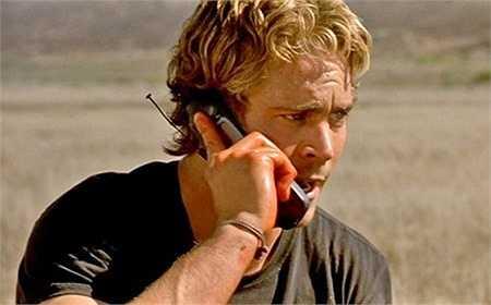 Phân cảnh đáng nhớ tiếp theo cũng nằm trong phần đầu của Fast & Furious khi Brian sẵn sàng từ bỏ vỏ bọc là một đặc vụ FBI để cứu lấy Vince.