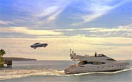 Để cứu Monica, Brian đã có màn phi xe lên du thuyền của Carter trong phần 2 Too Fast Too Furious.