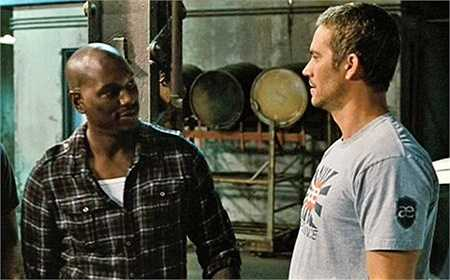 Vẻ mặt cực thất vọng của Brian khi Roman tiết lộ việc anh thắng được Dom trên đường đua trong Fast Five là do Dom nhường.