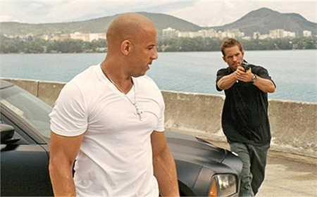 Dù đã sắp xếp để Brian được an toàn song Brian vẫn cố sức để chạy đến nổ súng để cứu Dominic. Đây là cảnh phim gần cuối trong Fast Five - phần phim được nhiều người đánh giá là hay nhất của serie.