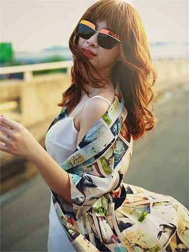 Trang phục hiện đại mang lại đánh giá cao về gu thẩm mỹ cho người đẹp điện ảnh.