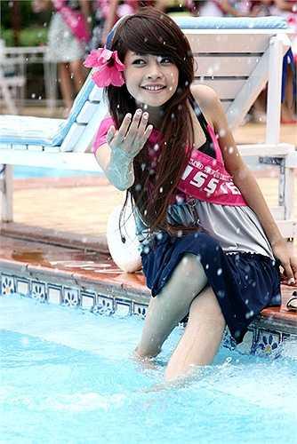 Năm 2009 là một năm khó quên với Chi Pu. Cuộc thi Miss Teen 2009 đã đưa cô nữ sinh 16 tuổi đến từ trường THPT Lê Quý Đôn – Hà Nội trở thành thần tượng mới của giới trẻ Việt.