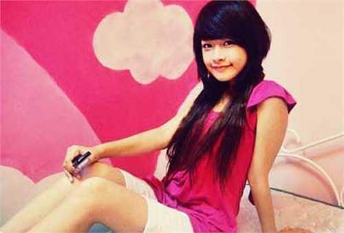 Sở hữu khuôn mặt xinh đẹp, dễ thương cùng tài năng chơi piano, Chi Pu được biết đến với hình tượng hot girl trong sáng.