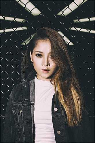 Từ hot girl 'kẹo ngọt' của giới trẻ, Chi Pu nhanh chóng lột xác trở thành 'cô gái vàng' của làng giải trí Việt. Lột bỏ hình ảnh cô hot girl dễ thương, trong sáng, Chi Pu trưởng thành hơn với vai trò của một nữ diễn viên tiềm năng.