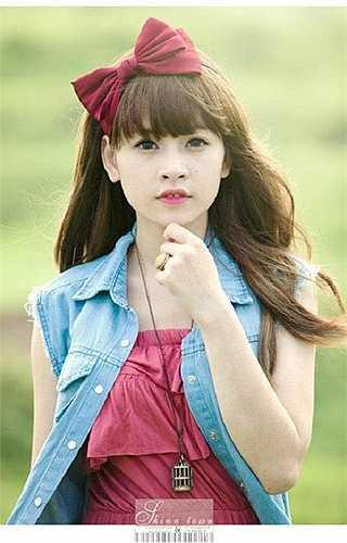 Trung thành với phong cách búp bê, dễ thương, Chi Pu được mệnh danh là cô nàng kẹo ngọt trong lòng nhiều bạn trẻ.