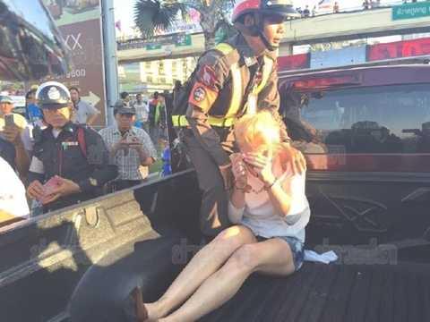 Cô nàng tóc vàng lái xe náo loạn thành phố Pattaya