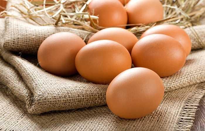Trứng: Là món ăn giàu vitamin nhóm B là một loại dinh dưỡng có công hiệu làm giảm lo lắng cũng như sự căng thẳng. Song nó cũng là loại vitamin có tác dụng duy trì nhu cầu tình dục cao, ngoài ra trong lòng đỏ có chứa vitamin E giúp tăng cường sinh lý khi 'yêu'.