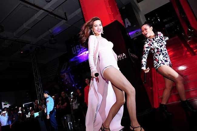 Hồ Ngọc Hà là một trong những nữ ca sĩ có phong cách trình diễn bốc lửa và cuốn hut nhất showbiz Việt.