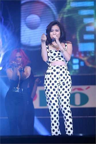 Hoàng Thùy Linh cũng là một trong những nữ ca sĩ giàu năng lượng và nhiệt huyết.