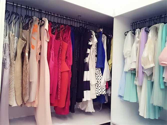 Midu viết: 'Tủ đồ váy áo thướt tha kim sa hột lựu, đầm dạ hội lệt phệt vậy thôi chứ ra đường là cứ sào áo thun và quần short thẳng tiến.'