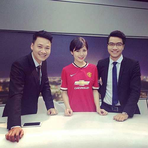 Tú Linh xinh đẹp xuất hiện trong trường quay K+