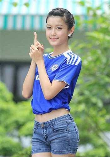 Ngoài công việc hoạt động từ thiện và người mẫu ảnh, cô vẫn theo dõi những trận đấu của đội bóng yêu thích và tham gia các hoạt động offline của FC Chelsea Việt Nam.