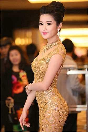 Huyền My nổi lên là fan của Chelsea trước khi trở thành á hậu Việt Nam