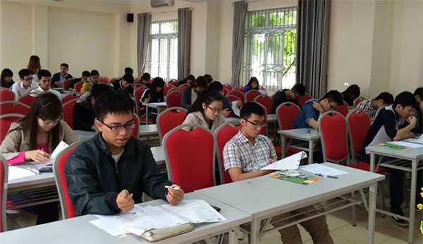 Các thí sinh làm bài kiểm tra ở vòng 2 - I-TEST!