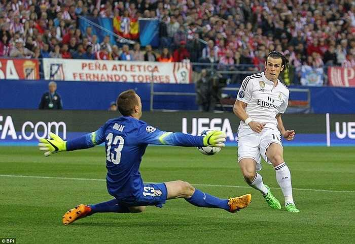 Trận tứ kết đầu tiên là câu chuyện nội bộ của thành Madrid đã diễn ra sôi nổi ngay từ phút đầu. Gareth Bale sớm có cơ hội uy hiếp đội chủ nhà ngay phút thứ 4