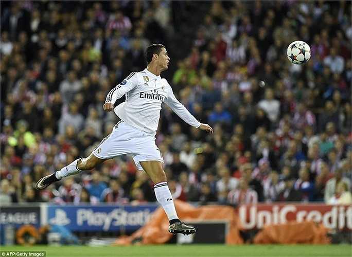 Tuy nhiên cầu thủ đáng chú ý nhất trận này, Ronaldo lại hoàn toàn mất hút