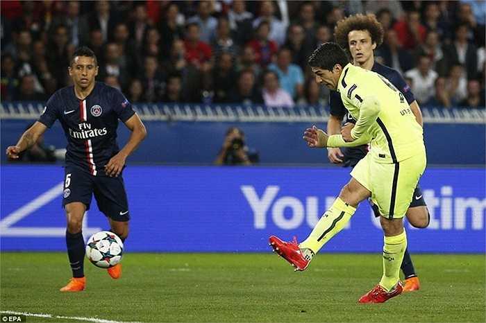 Barca tiếp tục duy trì lợi thế của mình trong hiệp 2. Sự xuất sắc của Luis Suarez cộng với sai lầm ngớ ngẩn của David Luiz đã hợp sức tạo ra siêu phẩm