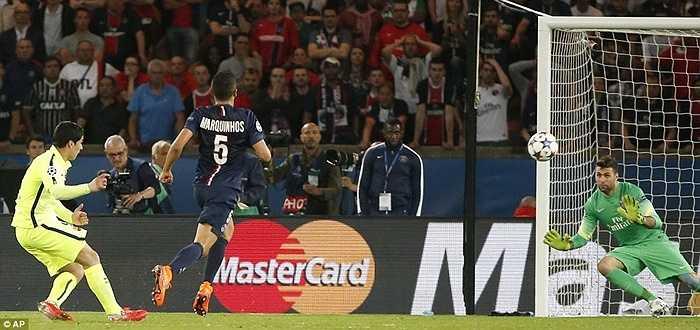 12 phút sau, chính Neymar đóng chiếc đinh cuối cùng vào cỗ quan tài cho PSG bằng cú đặt lòng hóc hiểm vào góc cao
