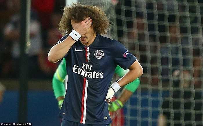David Luiz vào sân từ ghế dự bị thay người đồng hương Thiago Silva, nhưng có lẽ anh đang ước giá mà mình không vào sân