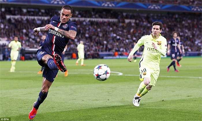 Van der Wiel đem lại hy vọng nhỏ nhoi cho PSG nhờ bàn rút ngắn ở những phút cuối. Điều đáng nói, cầu thủ vào thay người của Barca, Mathieu cũng góp công không nhỏ trong bàn này