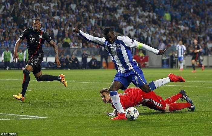 Nhưng Bayern Munich không thể gượng dậy, như cái cách 1 đội bóng lớn vượt qua khó khăn. Trái lại, họ bị Porto trừng phạt thêm 1 lần nữa trong hiệp 2