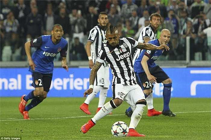 Tuy nhiên người được nhớ đến nhất đêm 14/4 lại là Arturo Vidal với cú sút 11m thành bàn