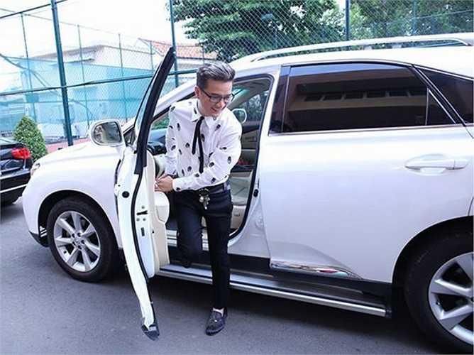 Chưa bao giờ người ta thấy một Mr Đàm kém lịch sự khi bước xuống từ xe hơi.