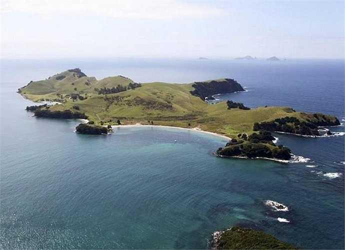 Một phụ nữ giàu có Trung Quốc đã chi 7,5 triệu đô la Newzeland (hơn 700 tỷ đồng)để mua hòn đảo Slipper Island ở Newzeland