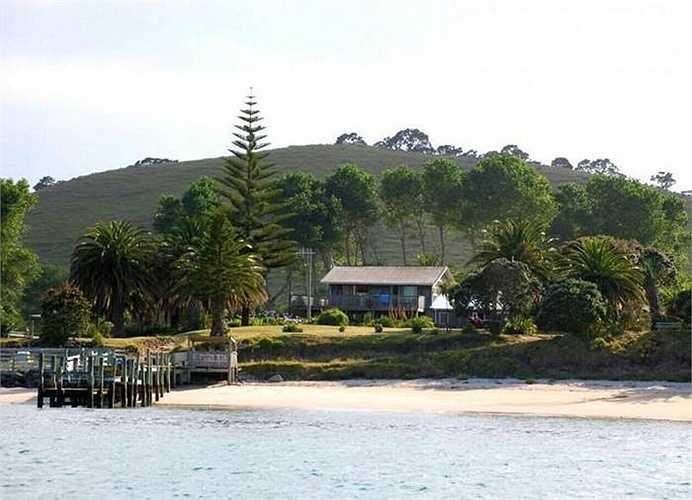 Đảo Slipper Island nằm ở Bắc Newzeland, có diện tích hơn 200ha. Đảo này cách bán đảo Coromandel khoảng 4km về phía Đông. Chiều dài đảo 2,7km, chiều rộng 1,8km