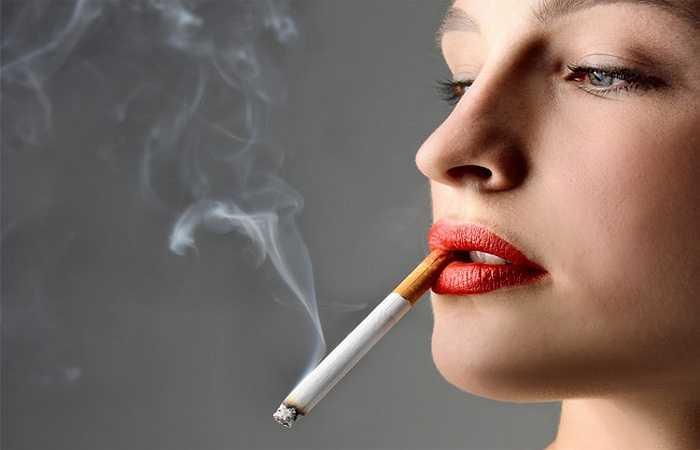 Hút thuốc lá: Hút thuốc lá là nguyên nhân hàng đầu gây ra bệnh tim mạch, do ảnh hưởng của nó trên động mạch, tim, huyết áp, và mức cholesterol. Hút thuốc lá dễ khiến tổn thương động mạch, làm giảm HDL và cholesterol tốt.