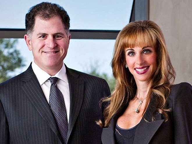 Susan Dell – phu nhân ông trùm máy tính Michael Dell: Susan Dell là vận động viên đẳng cấp từng tham gia cuộc thi Ironman. Cô cũng là nữ chủ tịch của thương hiệu thời trang nhiều lần xuất hiện trên tạp thí danh giá Vogue. Cặp đôi đã có 4 em bé.