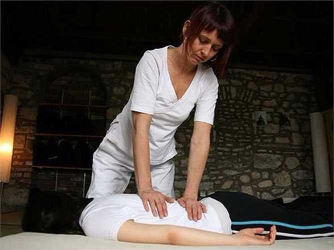 Nhà trị liệu bằng phương pháp massage: Thu nhập trung bình 17,27/giờ, tăng trưởng việc làm: 17%. Mô tả công việc: Thực hiện massage trị liệu các mô mềm và khớp. Hỗ trợ trong việc đánh giá phạm vi chuyển động và sức mạnh của cơ bắp, đề xuất phương án điều trị cho khách hàng.
