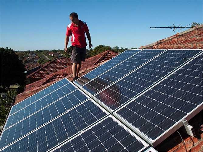 Thợ lắp đặt hệ thống năng lượng mặt trời: Thu nhập trung bình: 19,04 USD/giờ, tăng trưởng việc làm: 22%. Mô tả công việc: Lắp, cài đặt, hoặc duy trì hệ thống quang điện năng lượng mặt trời trên mái nhà hoặc các công trình.
