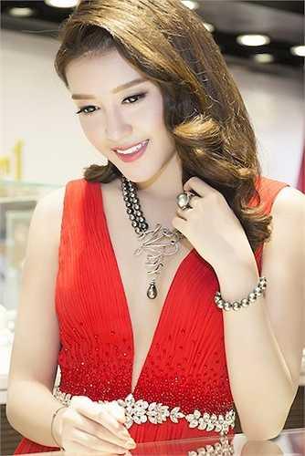 Người đẹp mong muốn sớm trở thành nhà thiết kế để đóng góp công sức cho ngành thời trang Việt.