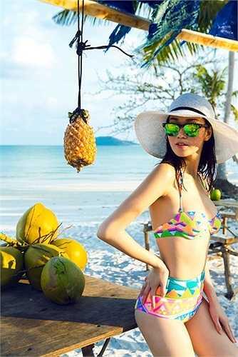 Khánh My quyến rũ trên bãi biển Phú Quốc