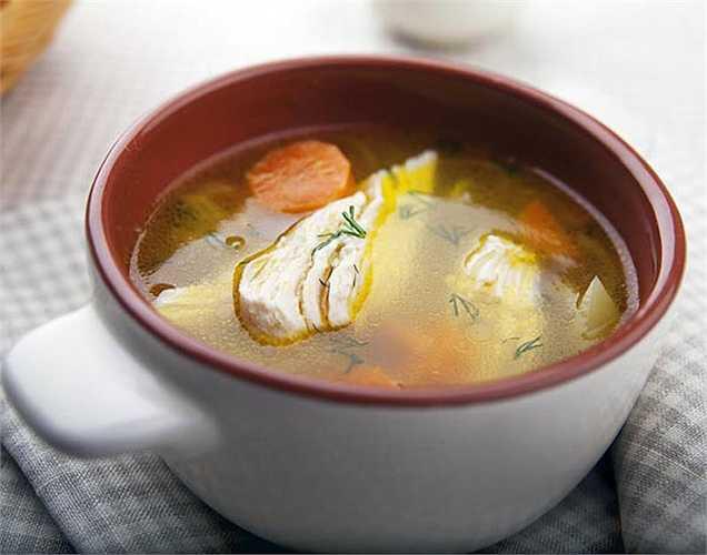 Thực phẩm bị hỏng: Nếu thức ăn có mùi, nên bỏ ngay, vì thực phẩm mùa hè rất dễ bị hỏng.